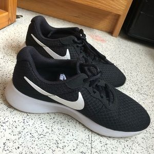 Black Nike Roshe Sneakers